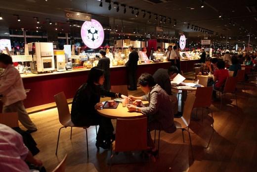 Menikmati makan malam di Ginza Tokyo