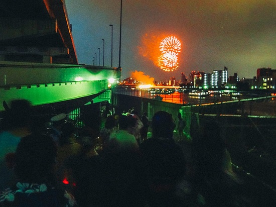 Menonton Festival Kembang Api Sumidagawa