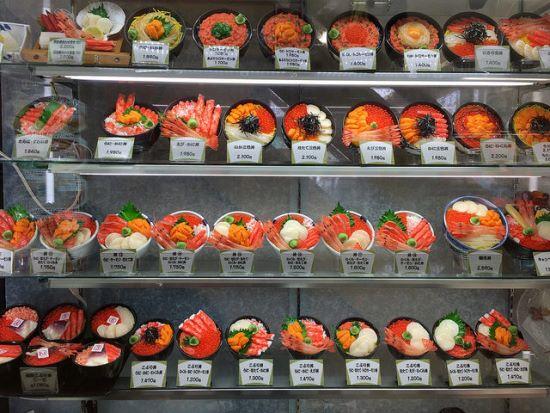 Menu makanan laut di Pasar Pagi Hakodate