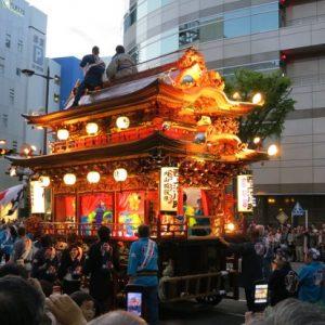 Mikoshi diarak sewaktu Hamamatsu Matsuri