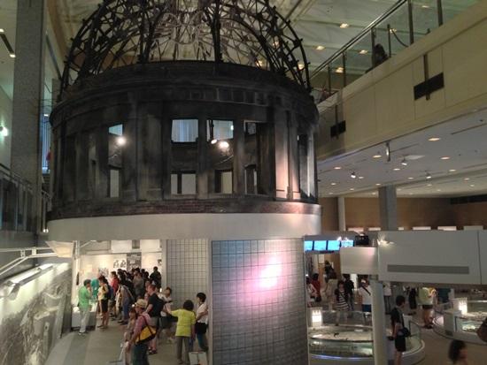 Miniatur replika Dome di Museum Perdamaian Hiroshima