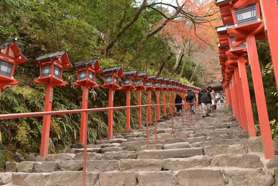 Pemandangan momiji di Kyoto: Kuil Kifune Kyoto