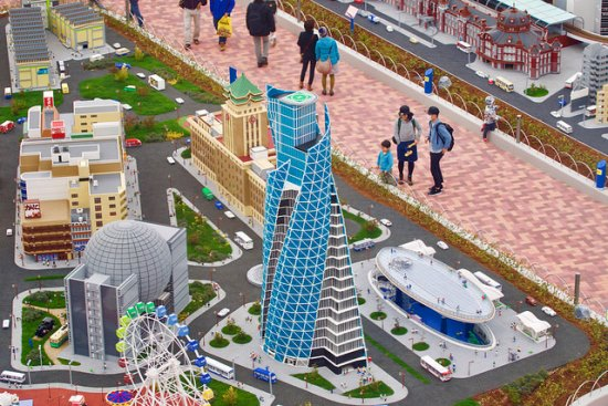 Nagoya Spiral Tower di Legoland Nagoya