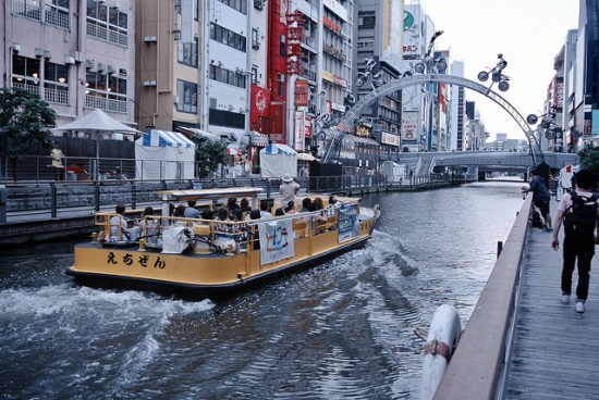Naik kapal Aqua Bus Osaka di Namba