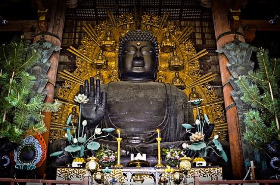 Patung Buddha Daibutsu di Kuil Todaiji Nara