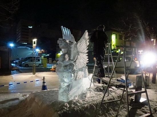 Patung es di Festival Musim Dingin Asahikawa