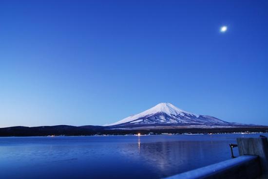 Pemandangan Danau Yamanaka di Yamanashi