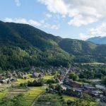 Pemandangan Shirakawa-go dari atas gunung Shiroyama