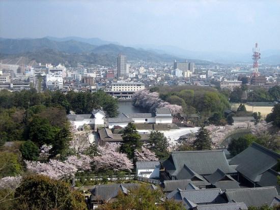 Pemandangan dari atas Kastil Hikone