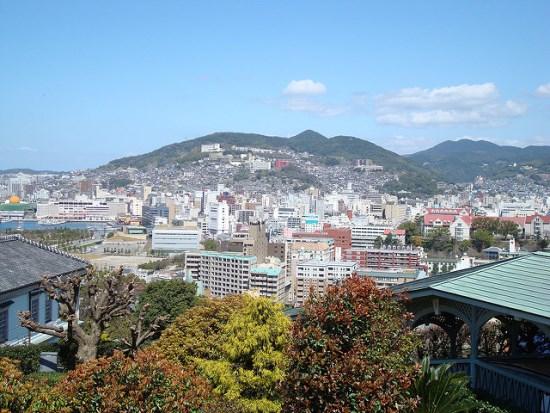 Pemandangan kota Nagasaki dari Glover Garden