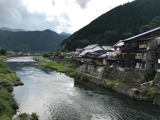 Pemandangan kota air Gujo-Hachiman