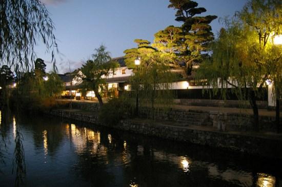 Pemandangan malam Kanal Kurashiki di Okayama