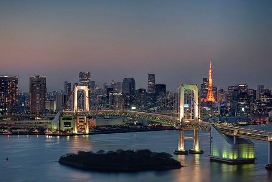 Pemandangan malam dari Gedung Fuji Televisi