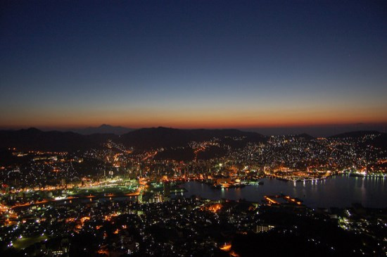 Pemandangan malam dari Gunung Inasayama Nagasaki