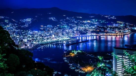 Pemandangan malam pelabuhan Atami dari Kastil Atami