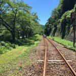 Pemandangan rel kereta waktu Gattan Go