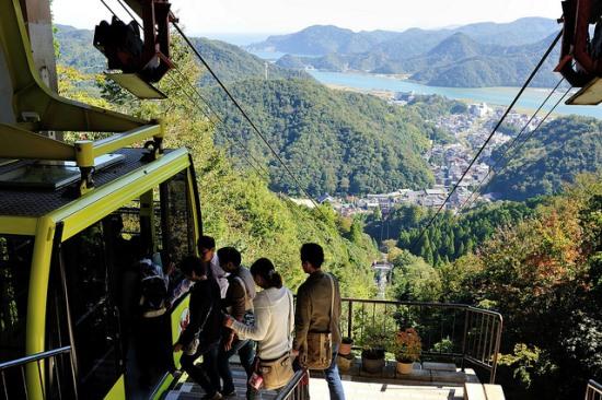 Pemandangan sewaktu naik Kinosaki Ropeway