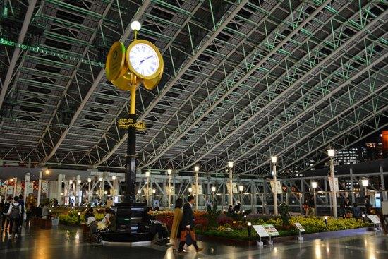 Pemandangan stasiun Osaka Jepang