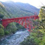 Pemandangan tebing di Unazuki Onsen