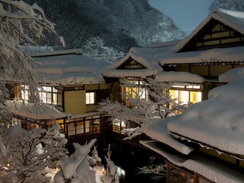 Tips Liburan Musim Dingin di Jepang: Penginapan tradisional Jepang di musim dingin