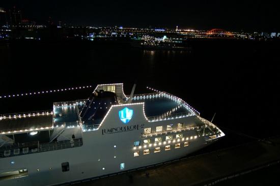 Perjalanan malam hari Luminous Kobe