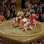 Pertandingan Sumo sedang berlangsung