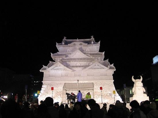 Pertunjukkan musik di Festival Salju di Sapporo