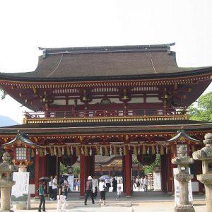 Pintu gerbang torii Kuil Dazaifu Temmangu