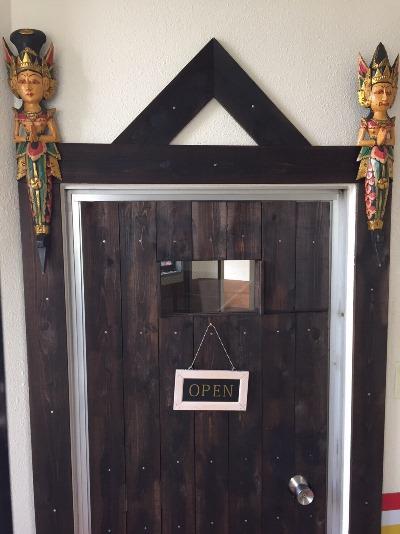 Pintu masuk restoran Bintang Bali