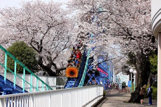 Roller coaster di Taman Bermain Toshimaen