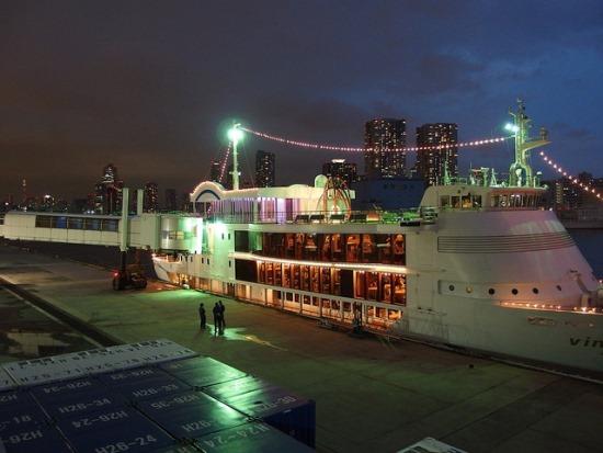 Romantic Boat dalam jalur Tokyo Cruise