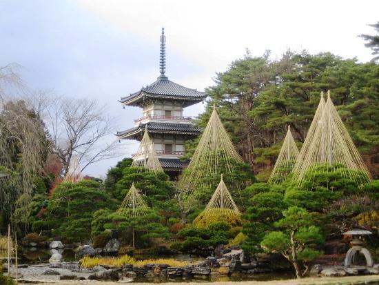 Suasana Kuil Rinnoji Sendai menjelang musim dingin