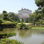 Suasana Taman Keitakuen Osaka saat musim panas