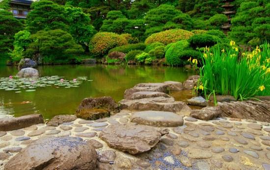 Suasana Taman Kuil Rinnoji Sendai