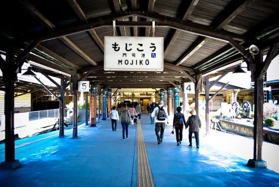 Suasana bangunan Mojiko Station