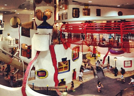 Suasana di dalam Kids Plaza Osaka