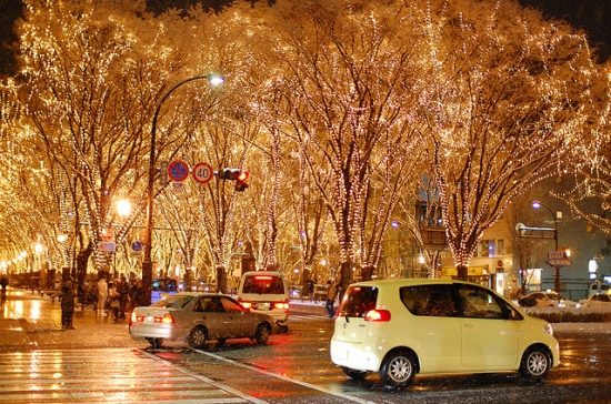 Suasana jalan saat Iluminasi Sendai Hikari Pageant
