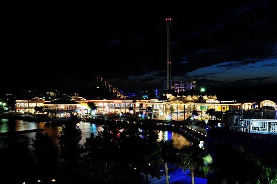 Suasana malam hari di Yokohama Sea Paradisen