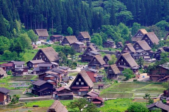 Suasana pedesaan Shirakawa-go
