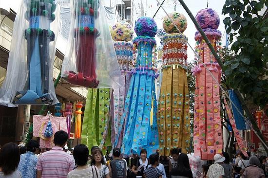 Suasana ramai di Sendai Tanabata Festival