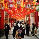 Suasana saat Festival lentera di Nagasaki Chinatown