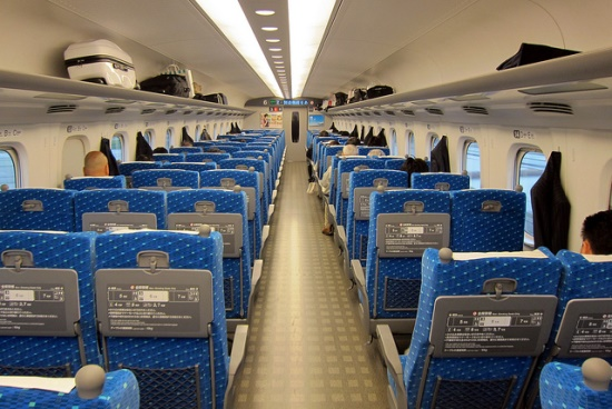 Suasana waktu naik shinkansen Nozomi ke Osaka