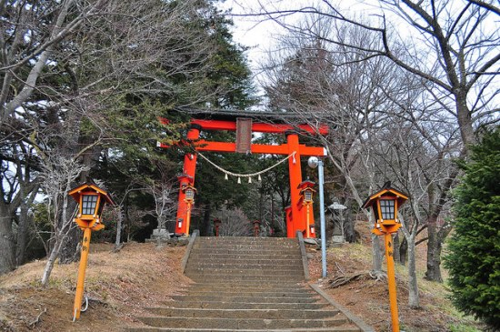Tangga naik menuju ke Pagoda Chureito