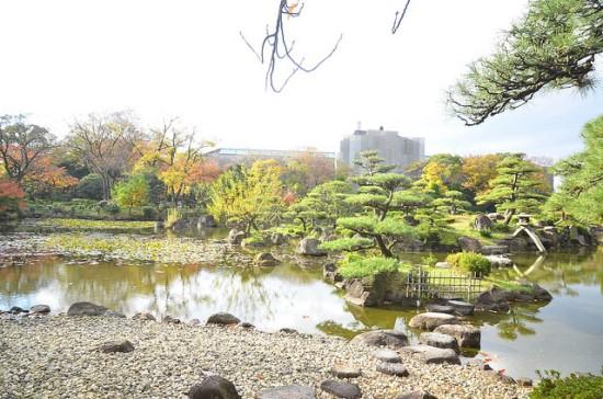 Tapak-tapak batu di Taman Keitakuen Osaka