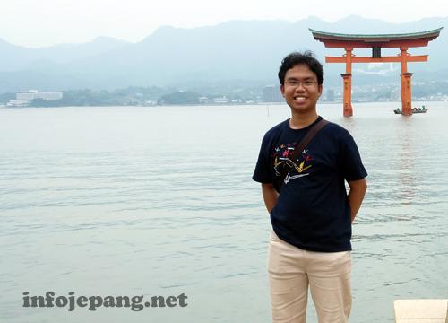 Foto saya saat mengunjungi The Great Torii Miyajima