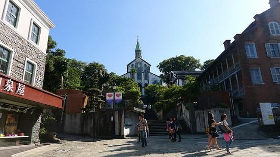 Toko di depan pintu masuk Gereja Oura Nagasaki