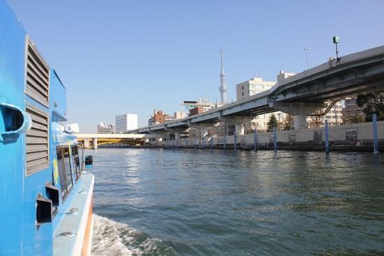 Tokyo Skytree dari sungai Sumidagawa
