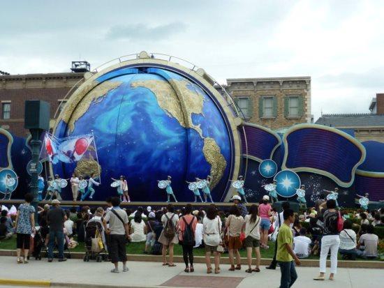 Pertunjukkan tarian di Universal Studios Japan