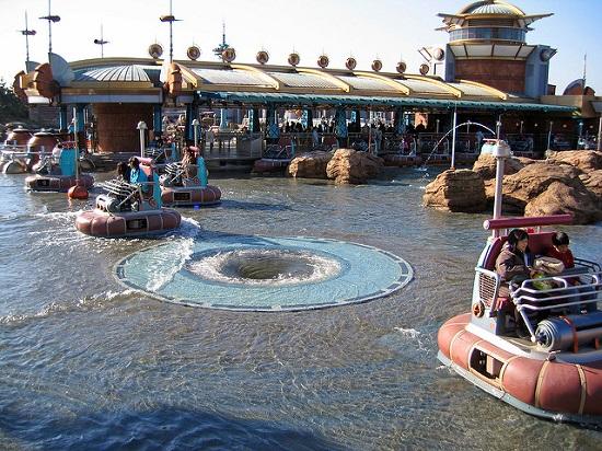 Wahana Aquatopia di Tokyo Disneysea