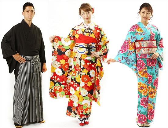 Wisatawan memakai kimono dari Fuuka Kimono